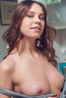 barbara vie armeda alex lynn indoor brunette blue boobies shaved ass pussy