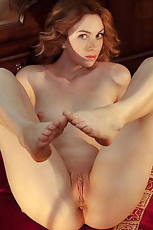 jamie joi new model presenting albert varin indoor redhead green freckles boobies shaved pussy labia custom