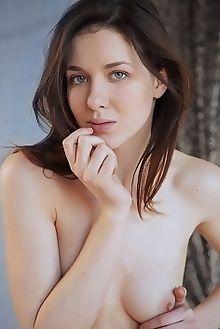 bellona new model presenting arkisi indoor brunette green ass pussy custom
