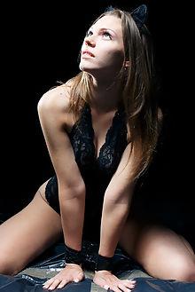 mia luna oiled up higinio domingo indoor blonde blue eyes sh...