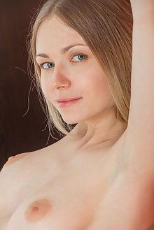 lenore piersi catherine indoor blonde blue