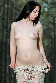 sivilla new model presenting matiss outdoo brunette hazel shaved pussy woods