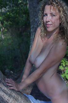 Ivetta in Ivetta by Angela Linin outdoor sunny blonde blue eyes shaved