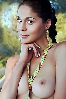 callista b huyia iona outdoor brunette brown boobies shaved labia ass pussy custom