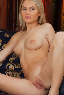 xena autha catherine indoor blonde pussy
