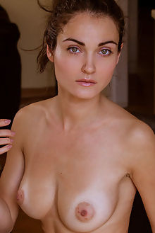 onorin tailes albert varin indoor brunette green boobies ass pussy