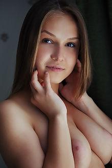 lucretia new model presenting arkisi indoor brunette boobies pussy