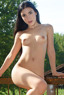 luna cillo don caravaggio outdoor brunette brown unshaved pussy fingering unshaven