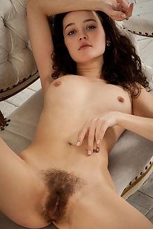 ulia kristin new model presenting ron offlin indoor brunette...