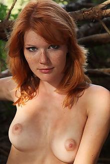 mia sollis gaturi deltagamma outdoor redhead green freckles ...