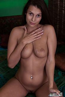 lia taylor idalo albert varin indoor brunette boobies pussy