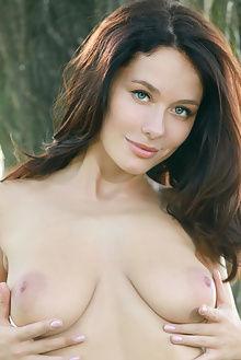 mila jordi matiss outdoor brunette blue boobies ass pussy