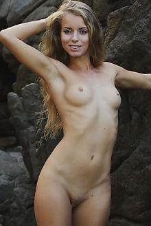 stella lane paisaje flora outdoor blonde blue waterfall wet river shaved ass pussy