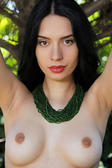 dita v jedara arkisi outdoor brunette black hair brown eyes boobies pussy