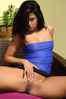 Lola and Coco De Mal in Sultry Spreads dido a outdoor brunette black hair sunny shaved pussy toys latest