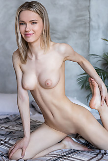 Presenting Samara by Tora Ness indoor blonde green eyes peti...