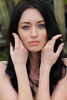zsanett tormay thurberi arkisi outdoor brunette blue pussy