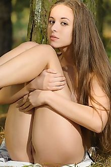 nensi backwoods max asolo outdoor brunette brown shaved pussy sunny custom