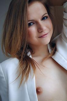 elizabeth new model presenting arkisi indoor brunette brown pussy