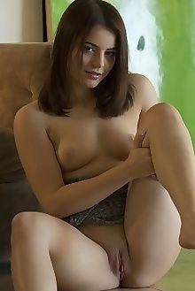 kylie quinn seinta charles lightfoot indoor brunette green shaved tight ass pussy hips custom