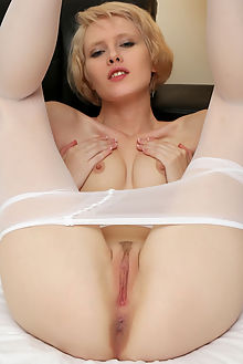 sindi niassa rylsky indoor blonde blue shaved pussy