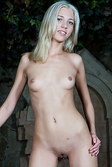 barbara druhu rylsky outdoor blonde