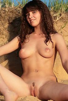 ksucha beach explore rafael novak outdoor brunette blue boobies shaved ass pussy