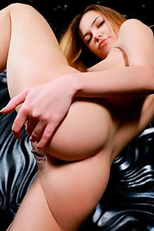 Jasmine Hane in Modern Flair by Matiss indoor blonde brown e...