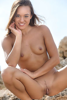 dominika a fodde luca helios outdoor brunette brown shaved pussy big labia