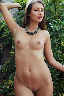 yarina verano arkisi outdoor brunette green boobies shaved ass pussy