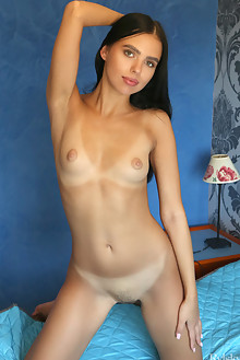 Venice Lei in Spavasoba by Rylsky indoor brunette black hair green eyes trimmed pussy