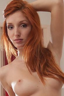 michelle h rafne koenart indoor redhead blue ass boobies pussy