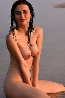 mona mynth fabrice outdoor brunette green wet beach ass pussy