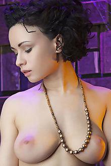 pammie lee point nudero indoor brunette boobies ebony