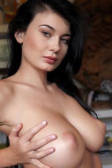 lucy li cinalle erro indoor brunette green boobies busty pussy unshaven