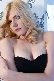 yasmina sultry higinio domingo indoor blonde blue pussy