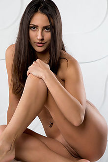 cira nerri new model presenting rylsky indoor brunette brown ass pussy tight