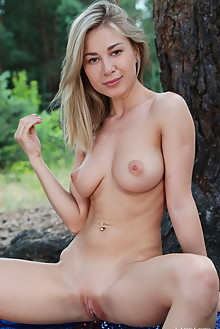 Candice B in In The Park by Leonardo outdoor sunny woods blonde green eyes boobies shaved pussy custom