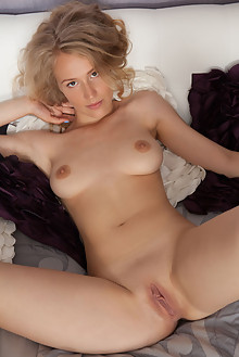 Presenting Naomi Kiss by Koenart indoor blonde brown eyes boobies shaved ass pussy latest