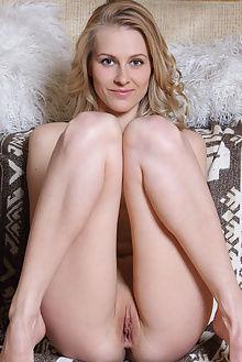mirayn deylin leonardo indoor blonde blue boobies ass pussy