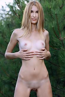 Aileen in Feelin Joy by Matiss outdoor sunny blonde brown eyes shaved