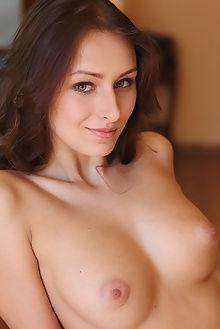 yarina a adesi leonardo indoor brunette green boobies ass pussy