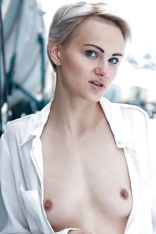 Ferggy in Chill by Higinio Domingo outdoor snow blonde blue eyes short hair shaved pussy clitoris ass cold latest