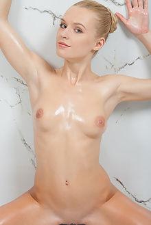 xena sondel catherine indoor blonde blue boobies pussy oiled