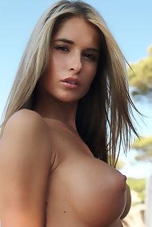 nessa grande erro outdoor blonde brown boobies shaved pinky pussy