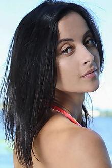 juck new model presenting leonardo outdoor brunette hazel eyes pussy sunny