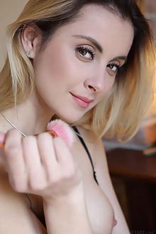 Juck in Datoe by Leonardo indoor blonde hazel eyes boobies s...