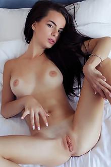 Debora A in Aradi by Arkisi indoor brunette brown eyes boobi...