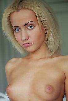 tooya elance arkisi indoor blonde blue pussy boobies puffy