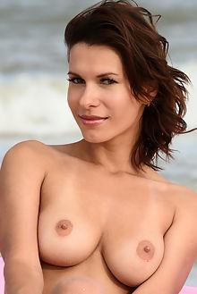 suzanna chelma fabrice outdoor brunette green boobies shaved beach sea sand ass pussy